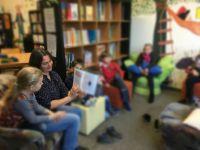 Vorlesen_in_der_Bibliothek